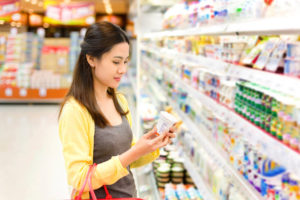 woman choosing low-FODMAP dairy product