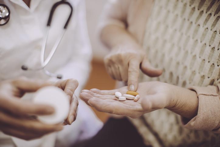 É seguro reduzir os medicamentos para pressão arterial em adultos mais velhos? 2